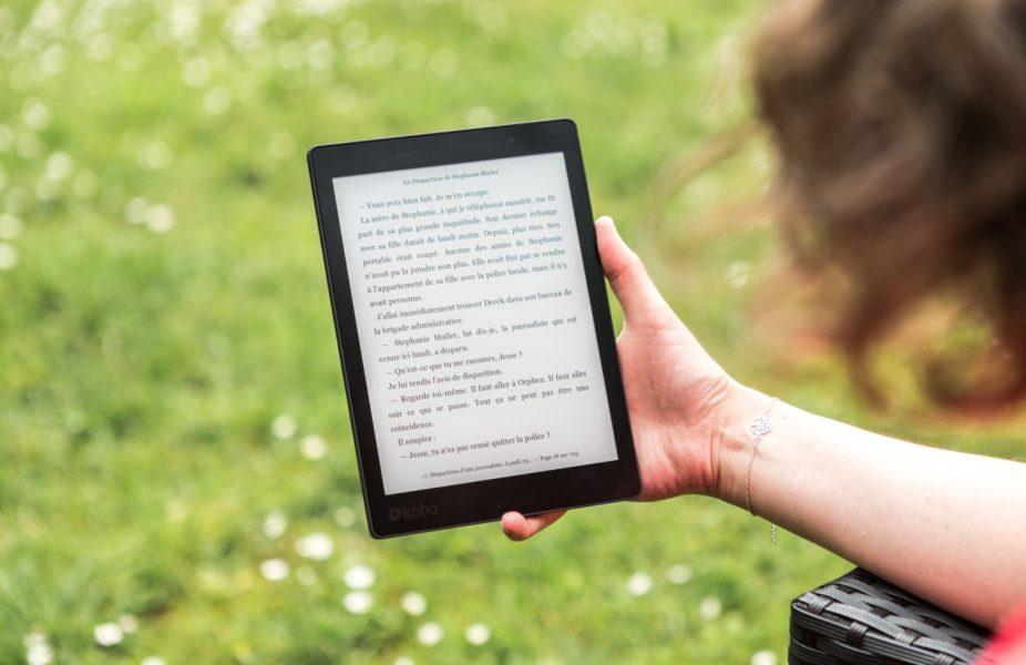 Kindle Oasis 2020 メリット 1,軽いので手が疲れない
