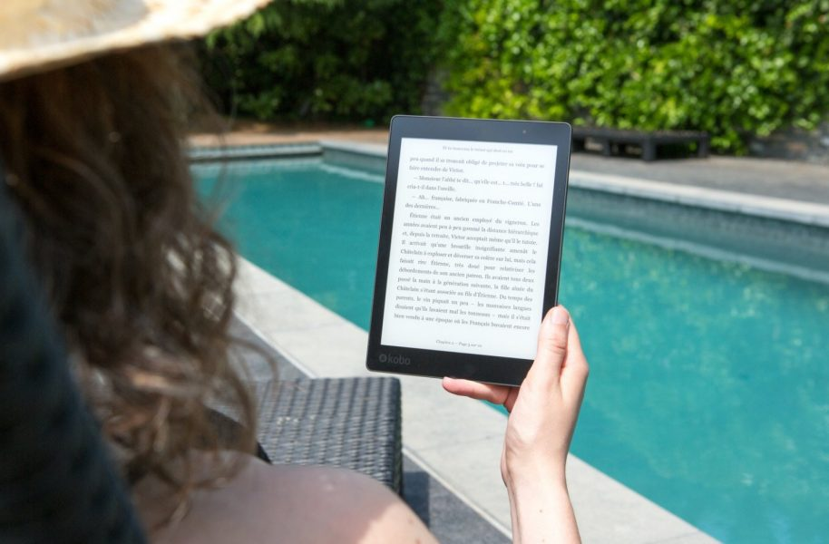 Kindle Oasis メリット 2,片手でも読める
